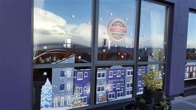 Allingham Arms - christmas window