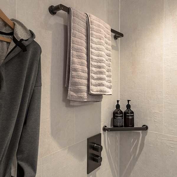 Bankside Spacious King  bathroom v3