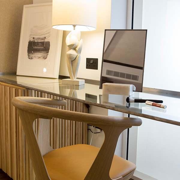 0013 Bedroom desk