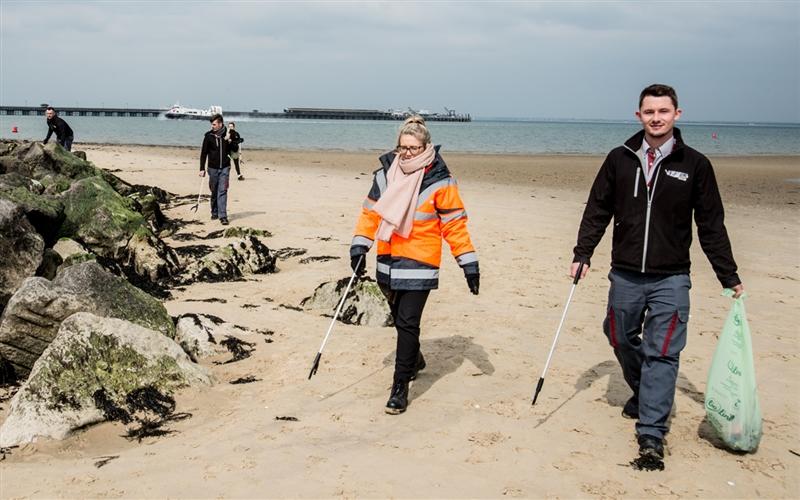 19 04 10 Beach Clean 08 media