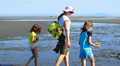 Tsawwassen   Family at Beach