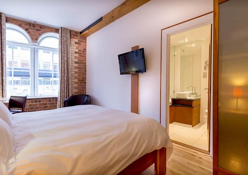 Standard hotel room in Liverpool
