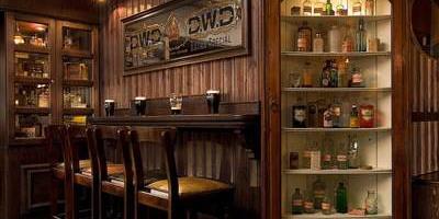 McGills Bar