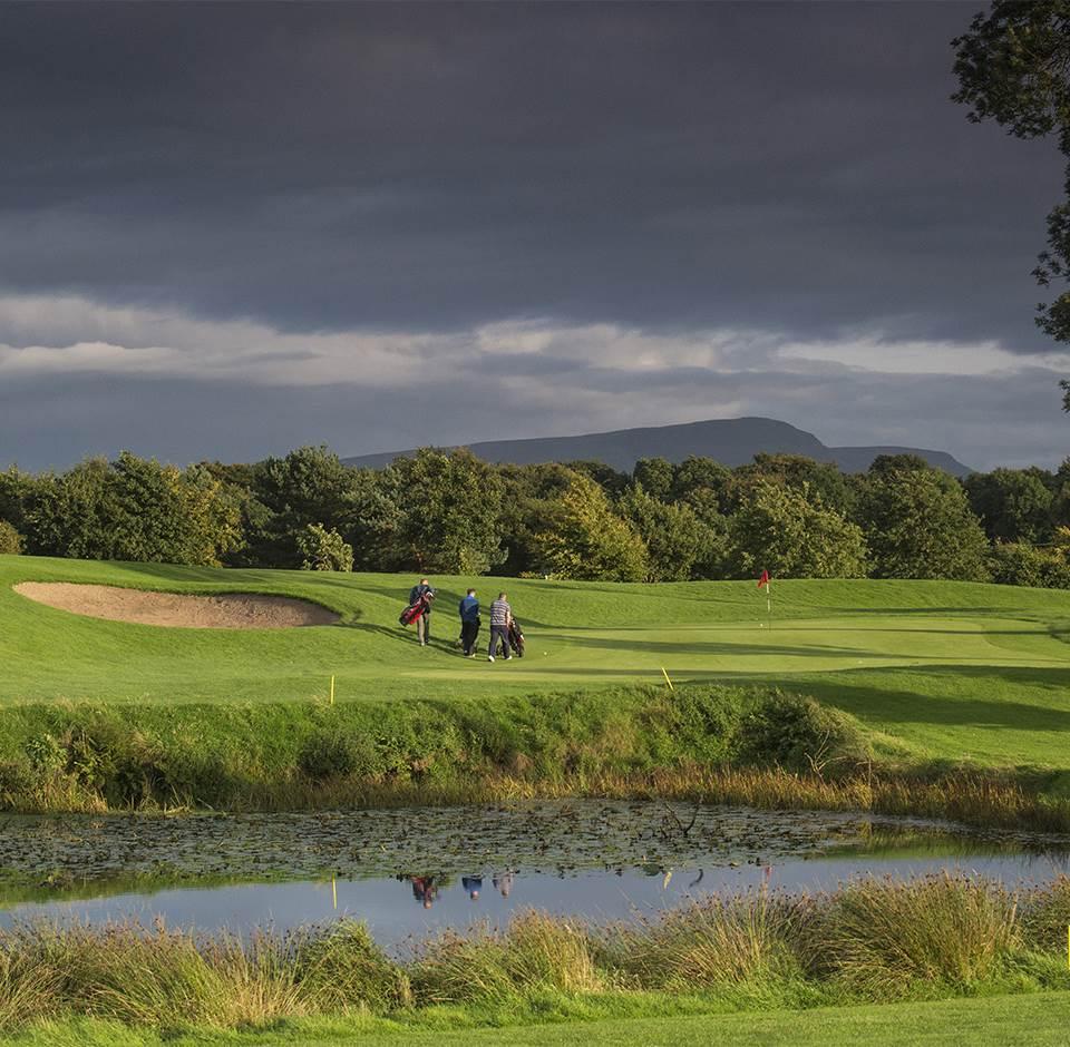 Roe Park 9 green golfers 1302